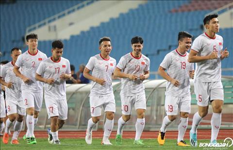 ẢNH Đội mưa tập luyện, ĐT Việt Nam luyện bứt tốc trước trận đại chiến với ĐT UAE hình ảnh 2