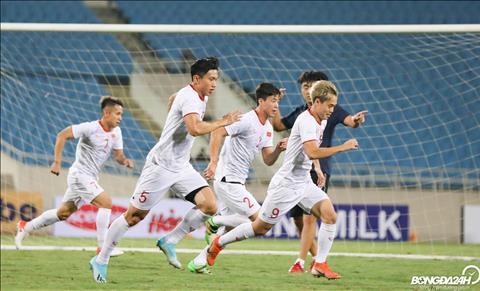 HLV Lê Thụy Hải lo lắng cho ĐT Việt Nam trước trận gặp Malaysia  hình ảnh