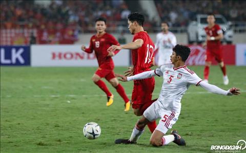 Trong nhung pha mot choi mot hay tham chi can toc do, Cong Phuong deu khong ngan bat cu cau thu nao cua UAE.