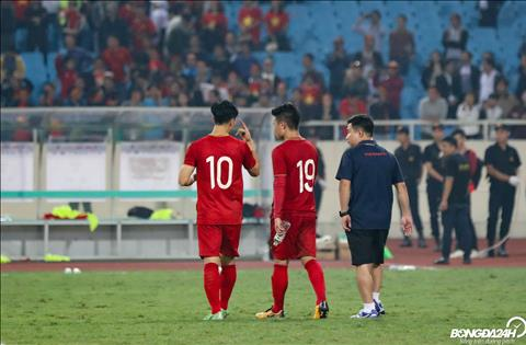 Cong Phuong va Quang Hai sau do tiep tuc trao doi cung nhau tren duong ve phong thay do.