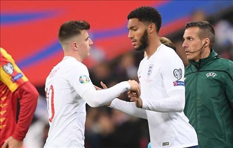 Sterling vs Gomez bảo vệ nhau sau vụ ẩu đả ở tuyển Anh hình ảnh