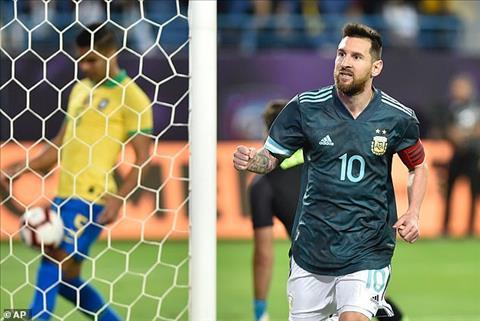 Lionel Messi chia sẻ niềm vui khi cùng Argentina đánh bại Brazil hình ảnh