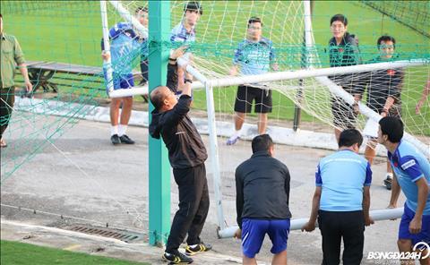 HLV Park Hang Seo ôm đầu trầm ngâm trước trận gặp Thái Lan hình ảnh