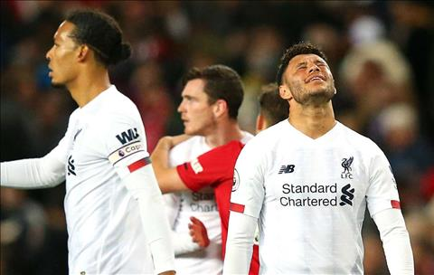 Liverpool cua Chamberlain bi canh bao