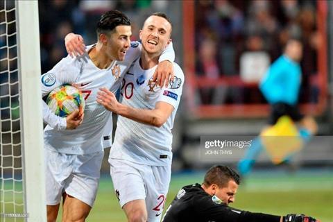Hai tuan sau vu Ramsey, Ronaldo cuop trang ban thang cua dong doi