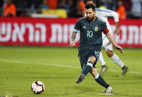 Nhu thuong le, Messi lai la cuu tinh cua Argentina