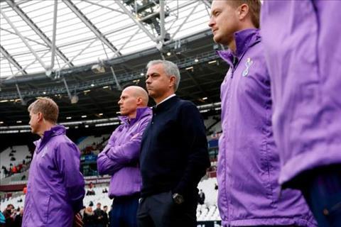 Mourinho tren cuong vi la HLV truong cua Tottenham