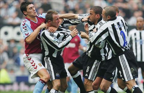Những vụ cầu thủ đánh nhau trong một đội bóng Gà nhà đá nhau hình ảnh