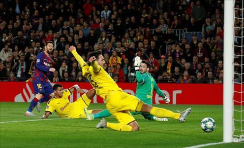 Sau khi kien tao cho Suarez ghi ban, Messi truc tiep lap cong