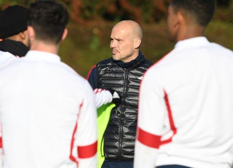 Ljungberg duoc khuyen can loai bo David Luiz