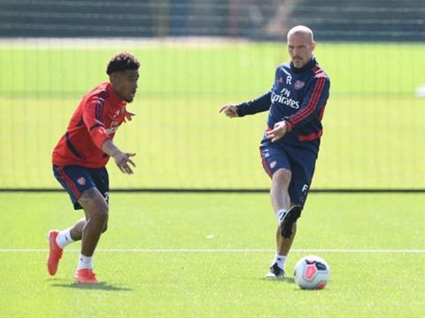 Freddie Ljungberg được bổ nhiệm là HLV tạm quyền của Arsenal hình ảnh