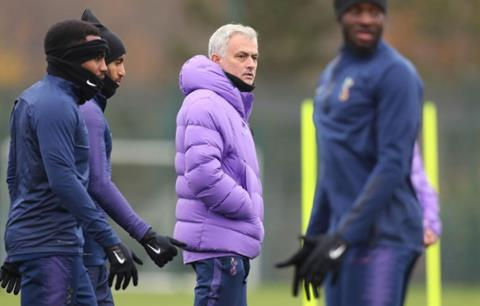 Jose Mourinho khen ngợi sao trẻ Dennis Cirkin hình ảnh