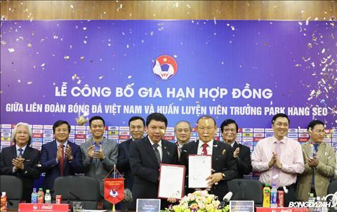 Sau nhieu don doan ve tuong lai, HLV Park Hang Seo da chinh thuc ky hop dong voi VFF.