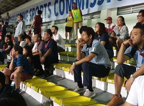 HLV Nishino suy tư theo dõi trận U22 Việt Nam vs U22 Indonesia hình ảnh