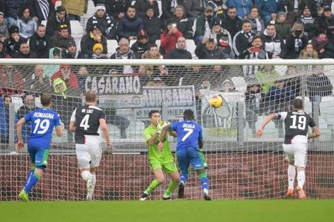 Juventus 2-2 Sassuolo Ronaldo sửa chữa sai lầm của đồng đội phía dưới hình ảnh 2