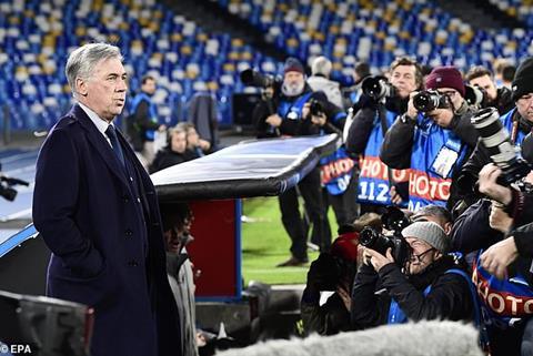CLB Napoli chinh thuc sa thai HLV Carlo Ancelotti