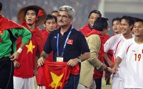 HLV Calisto chúc mừng U22 Việt Nam đoạt HCV SEA Games hình ảnh
