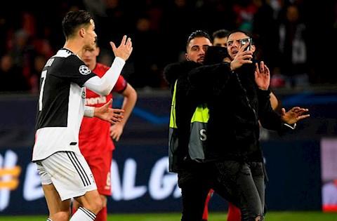 Ronaldo khong vui voi hanh vi so sang cua CDV