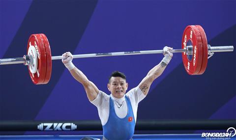 Sau khi de thua trong noi dung cu giat, Thach Kim Tuan buoc vao cu day khi thanh cong o muc 160 kg.