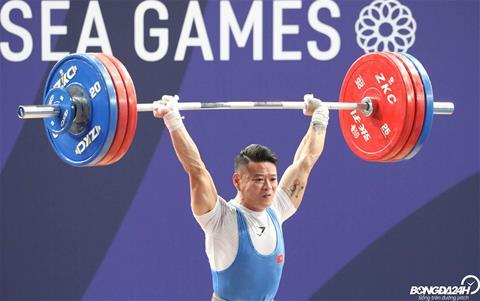 Sau khi that bai o mu 171 kg, Thach Kim Tuan thuc hien thanh cong o muc 169 kg.
