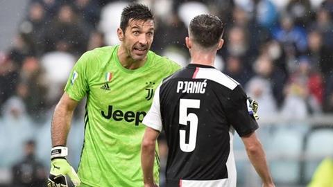 HLV Maurizio Sarri chỉ trích thủ môn Gianluigi Buffon hình ảnh