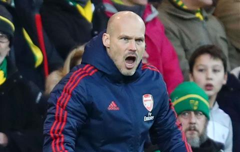 HLV Ljungberg cua Arsenal