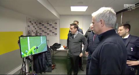 Neville phá đám phỏng vấn của Mourinho vì sai lầm của De Gea hình ảnh