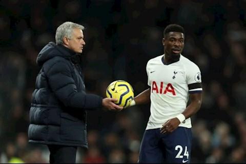 Thua Chelsea, HLV Mourinho không hài lòng với hậu vệ Aurier  hình ảnh