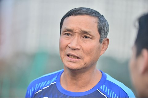 HLV Mai Duc Chung muon DT nu Viet Nam dua doi chan tro lai mat dat.