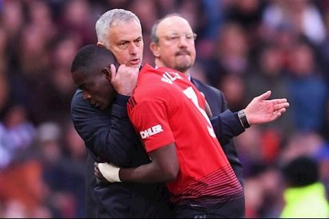 Eric Bally chiu chung voi nguoi dong doi MU duoi truong HLV Jose Mourinho
