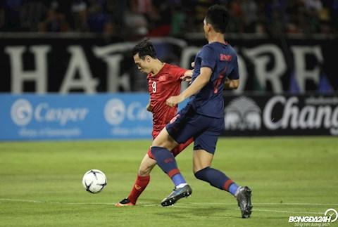 Mo man vong loai thu hai World Cup 2022, DT Viet Nam co tran hoa khong ban thang khi cham tran DT Thai Lan tren san khach.