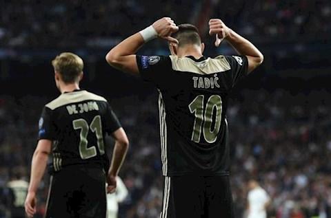 Tadic ghi ban cho Ajax