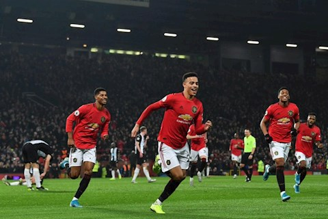 MU vs Newcastle Martial Greenwood ghi ban