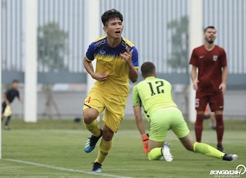Sau khi nhan loi dan dat U19 Viet Nam, HLV Philippe Troussier gay an tuong khi giup U19 Viet Nam vuot qua U19 Sarajevo trong tran giao huu voi ti so 2-1.