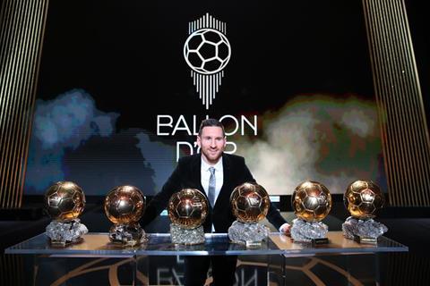 Messi va 6 Qua bong vang