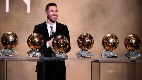 Lionel Messi 'Nhìn Ronaldo giành Quả bóng Vàng là rất đau đớn!' hình ảnh