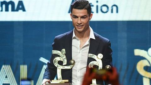Messi giành QBV, Ronaldo cũng lập cú đúp danh hiệu hình ảnh