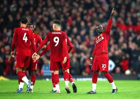 Liverpool tiep tuc duy tri thanh tich bat bai o NHA mua nay