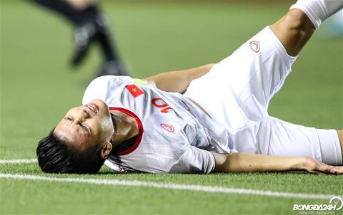 Không chỉ Quang Hải, cầu thủ Singapore dính chấn thương ghê rợn hình ảnh