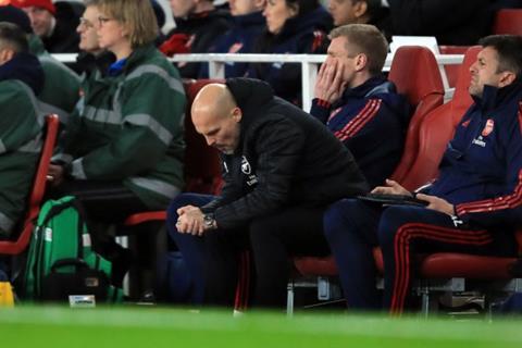 Arsenal gây thất vọng, HLV Ljungberg vẫn được bảo vệ hình ảnh