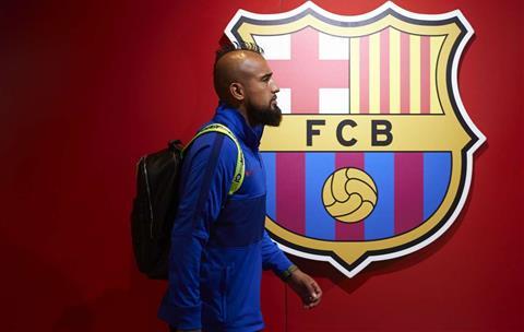 Inter Milan mua tiền vệ Arturo Vidal của Barca vào tháng 12020 hình ảnh