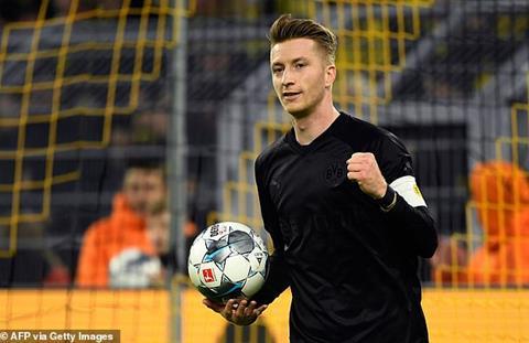 Dortmund 5-0 Dusseldorf Reus vs Sancho rực sáng, Dortmund bay vào Top 3  hình ảnh 2