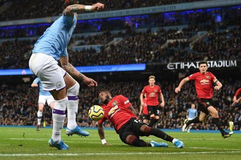Man City 1-2 MU Bóng chạm tay Fred nhưng không có penalty! hình ảnh