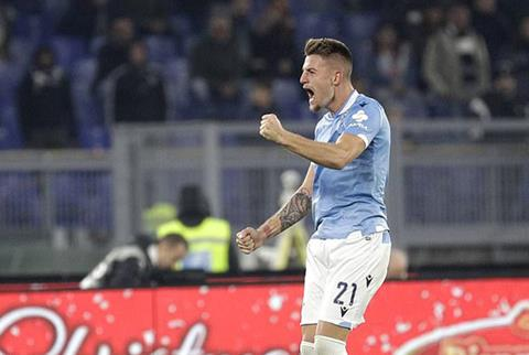 Milinkovic-Savic nang ty so len 2-1 cho Lazio