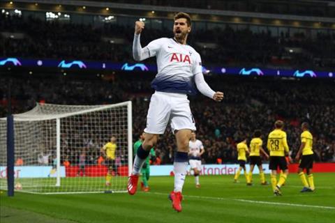 Llorente an dinh chien thang 3-0 cho Tottenham