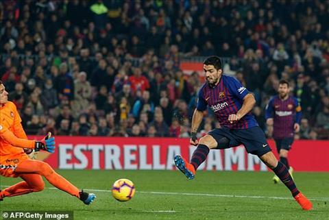 Luis Suarez vao san trong hiep 2 nhung cung chang the giup Barca co duyen ghi ban hon