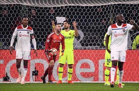 Barca vs Lyon Suarez bat luc