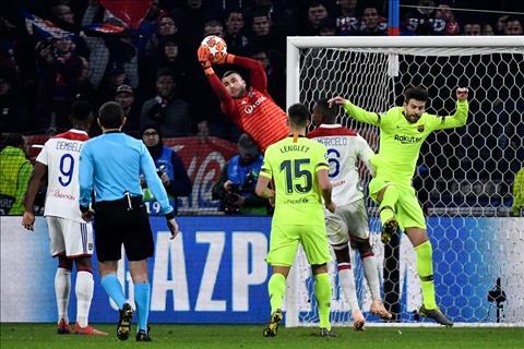 Nhận định Barca vs Lyon (3h ngày 143) Khi thần may mắn không còn ngoảnh mặt… hình ảnh 2