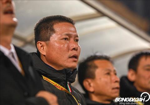 Quang Hải tiếp tục bị HLV Chu Đình Nghiêm nhắc nhở vì đá mờ nhạt hình ảnh