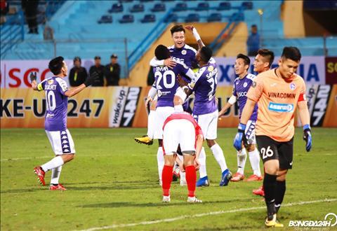 Niem vui cua cac cau thu Ha Noi FC khi co ban thang dau tien tai V-League 2018.